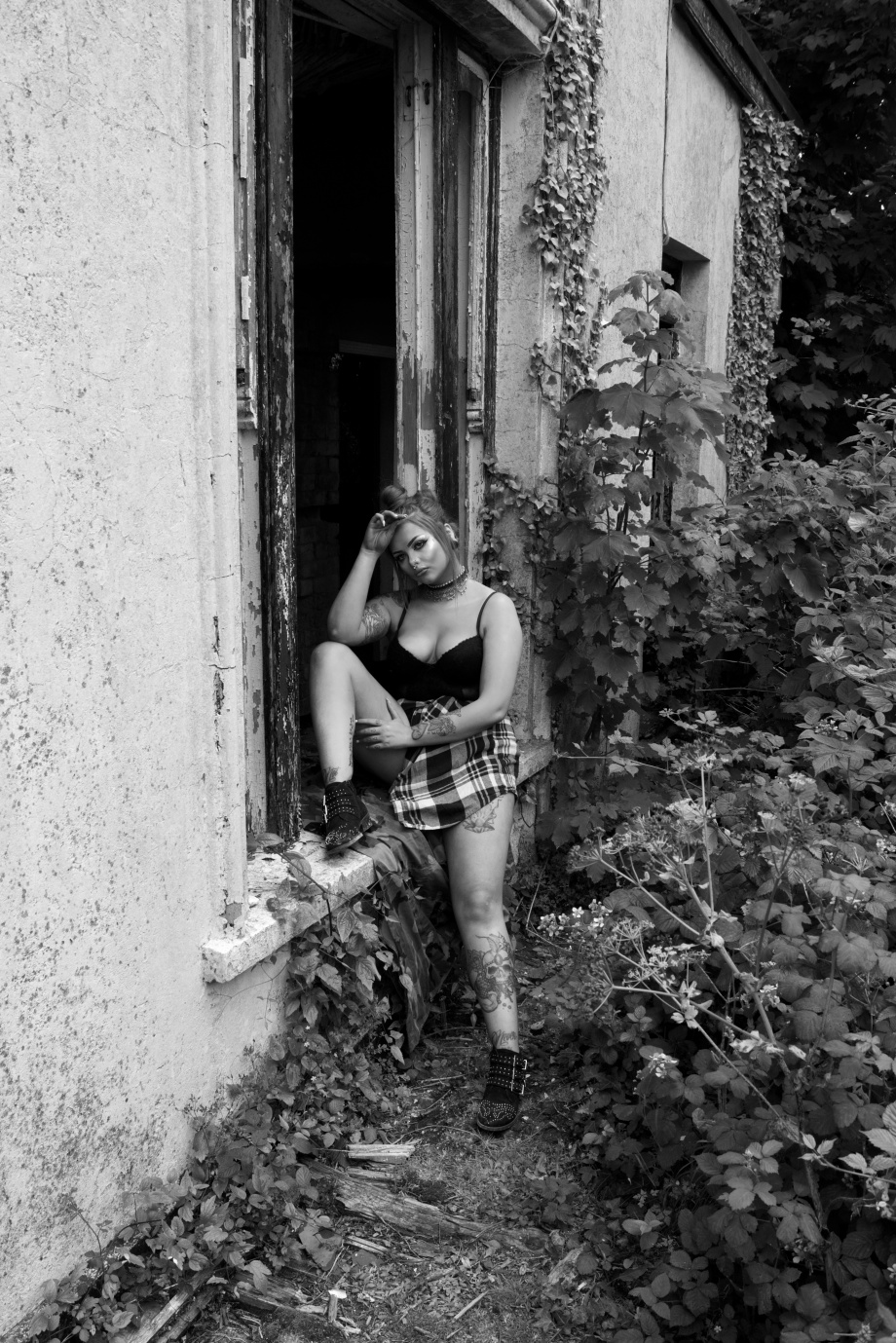 katie kitten, abandoned house, alternative, glamour, punk, cork, cobh, sexy, hair