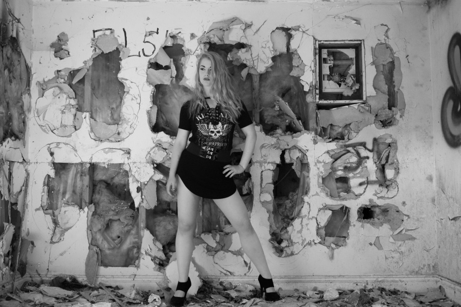 black and white, Glamour, hair, Die Baroness, Jenny Schmiedel, Midleton, photoshoot, abandoned house, legs, blonde
