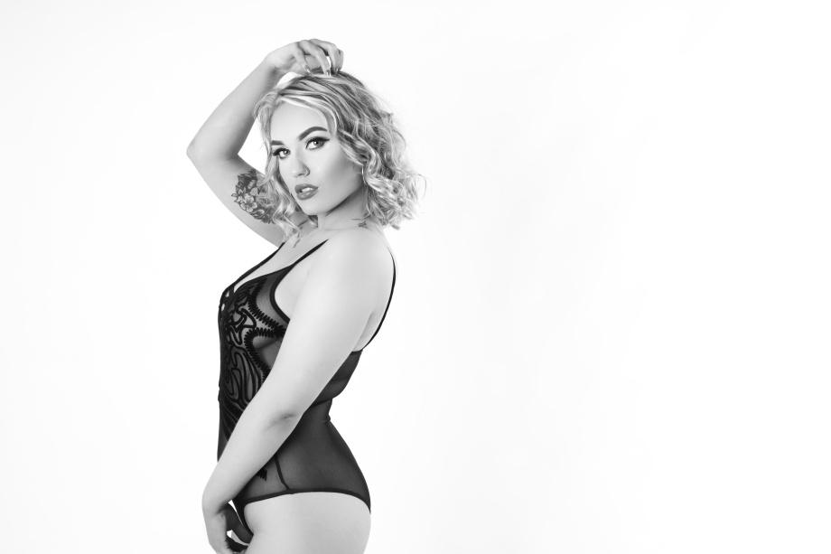 Pixie Pie, glamour, sexy, cork, ireland, boudoir, portrait, black and white