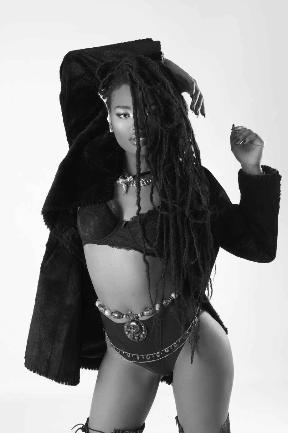 minnie marley, singer, soul, alternative, tattoos, glamour, studio, lingerie, black and white