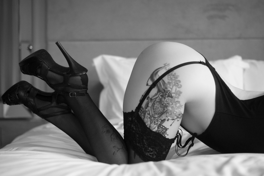 Cherry Chains, Cork, Ireland, hotel, glamour, altgirl, photoshoot, lingerie, tattoos, black and white