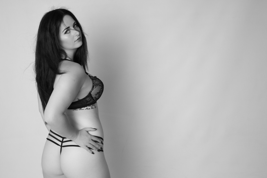 glamour, studio shoot, sexy, lingerie, cork, ireland, boudoir, black and white, bum