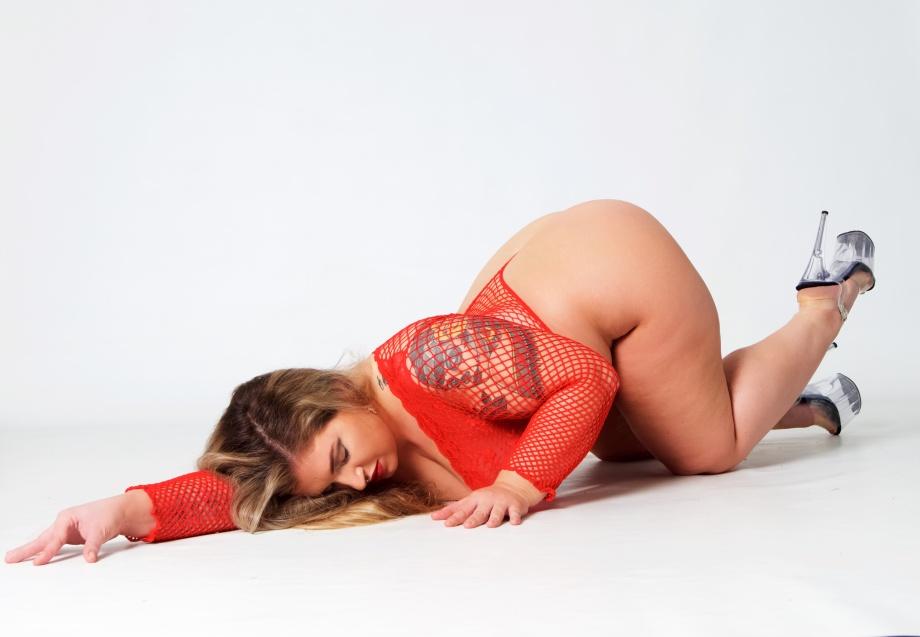 ava hennessy, glamour, studio shoot, curvy, pole dancer, exotic dancer, lingerie, red