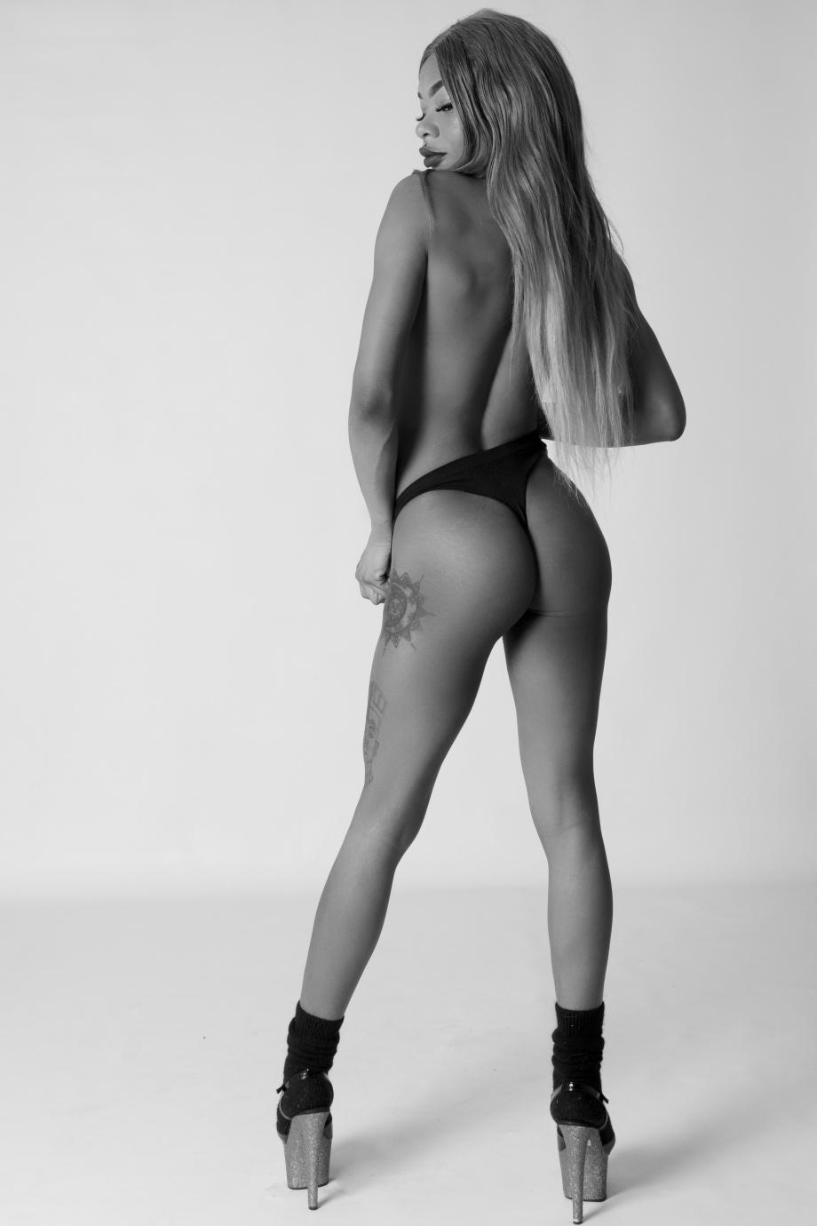 cork, glamour, photography, Ireland, boudoir, black and white, studio shoot, nude, topless
