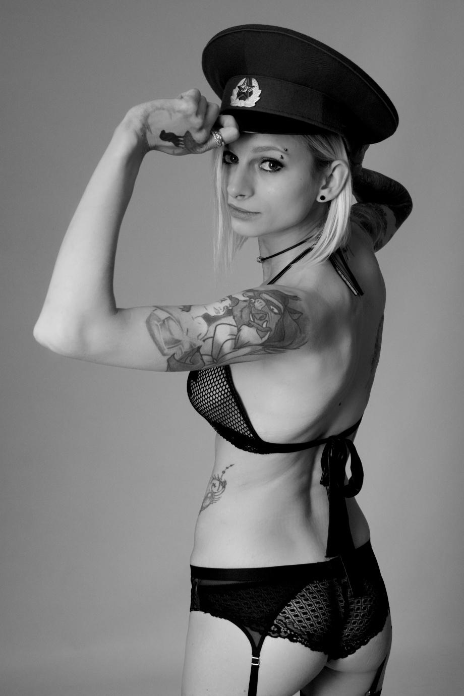 Liene Rauzenberga, Cork, Glamour, Boudoir, Model, Studio Shoot, black and white, topless, nude, alternative, tattoos