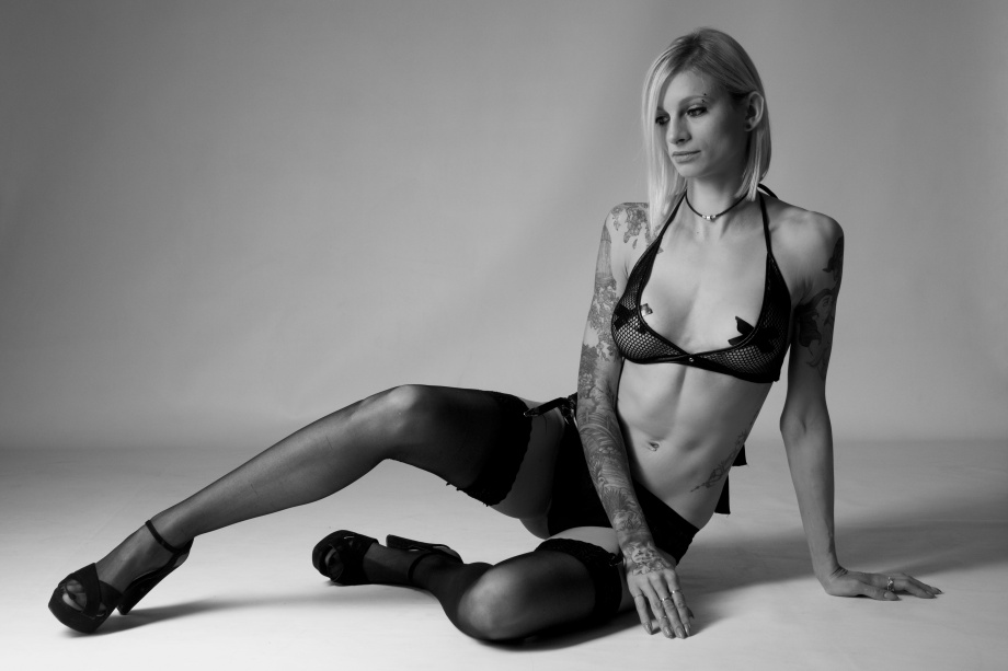Liene Rauzenberga, Cork, Glamour, Boudoir, Model, Studio Shoot, black and white, topless, nude, alternative, tattoos