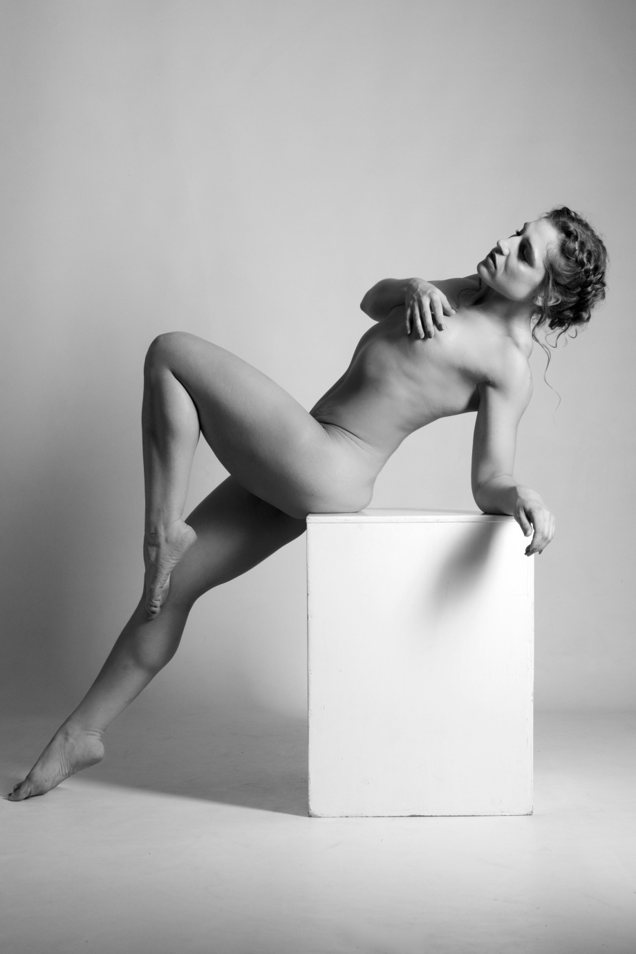 Kimm Gonçalves, model, Cork, Ireland, glamour, nude, studio, black and white, implied