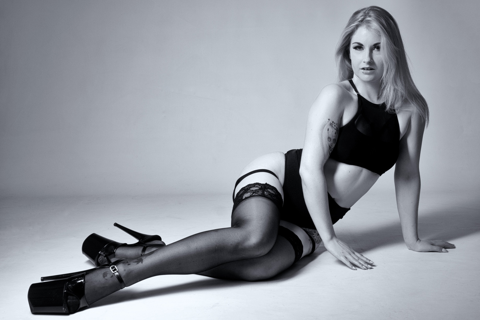 Jenny Schmiedel, glamour, cork, ireland, black and white, boudoir